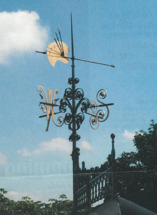 Palette shaped wind vane