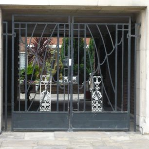 Bentinck Close gateway