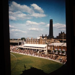 Lord's Tavern in the 1950s with backdrop of old power station in Lodge Road