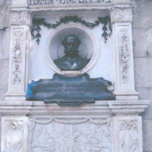 Memorial to Bazalgette on Embankment
