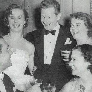 Laurence Olivier, Meribah Baxter, Danny Kaye,  Suzanne Holman and  Vivien  Leigh in  the Baxter's garden