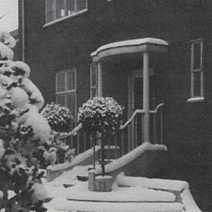 5 Loudoun  Road -original portico with balustraded steps since demolished.