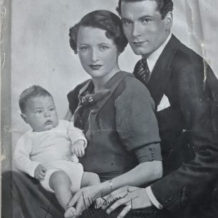 Tarquin Olivier with his parents