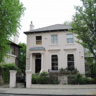 Corinthian porch  and rusticated quoins | Bridget Clarke
