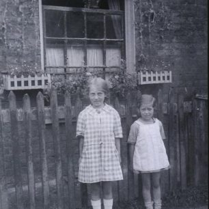 Amy & Winifred Harnden outside 39 Townsend Cottages