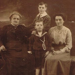 Ken Brown with his mother, brother and grandmother | Brown family