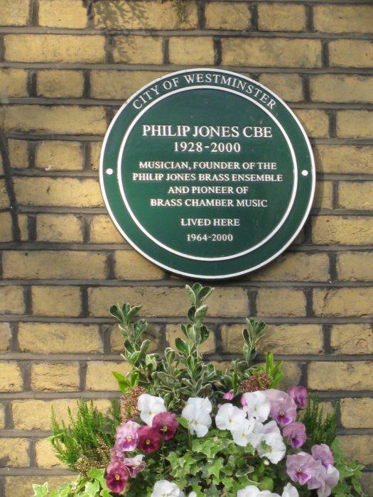 Green Plaque at 17 Hamilton Terrace   Jeanne Strang