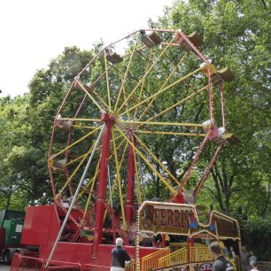 The popular Ferris wheel, with the trees of the church gardens behind it | Louise Brodie