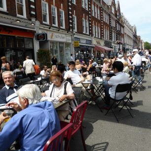 Lunching in the High Street | Louise Brodie