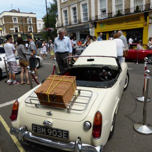 The High Street, closed to traffic for the car pageant | Louise Brodie