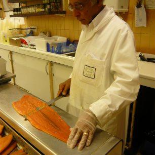 Aziz slicing smoked salmon | Louise Brodie
