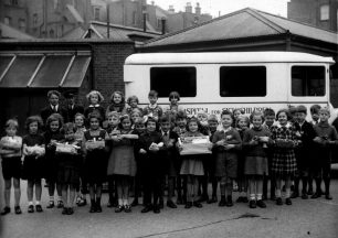 1937 Royston Page with mop of curly hair just behind girl with apples | Reg Page