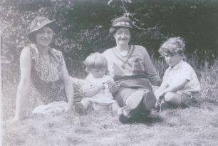 My mother, Reg, neighbour Mrs Smith, Royston 1937 | Reg Page