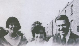 Aunt Queen, Aunt Rose and Uncle Bill in Cochrane Street before the War | Reg Page