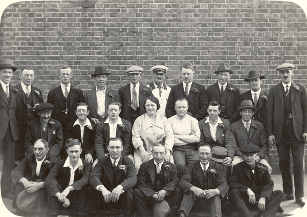 Landlady of the Pitts Head, 74 Henry Street with a group of men prior to a social outing. From left to Right - Back Row: Knight, Walter, Rumble, ?, ?, ?, [Diver], Ben Skinner, ?,