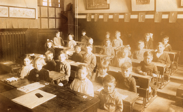 Barrow Hill School, class 4 photograph at desks, 1920s | Copyright Westminster City Archives