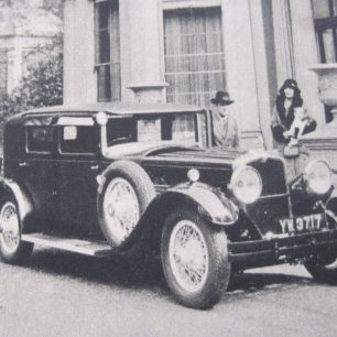 Mr & Mrs Nares arriving home   Westminster Archives